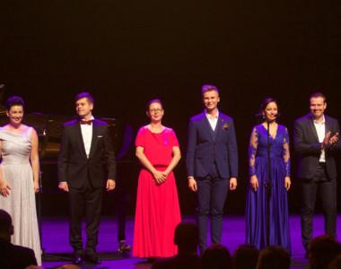 Artyści Koncertu Galowego Ewa Vesin (sopran), Jan Żądło (baryton), Justyna Skoczek (fortepian), Michał Grabczuk (tenor), Monika Korybalska (mezzosopran), Mykhailo Malafii (tenor, Ukraina)
