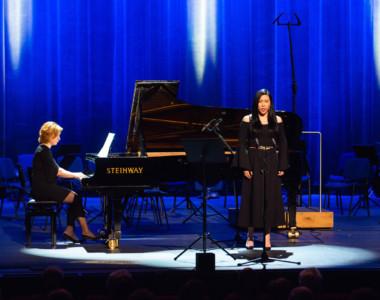 Erni Deng (sopran), Olga Tsymbaluk (fortepian)